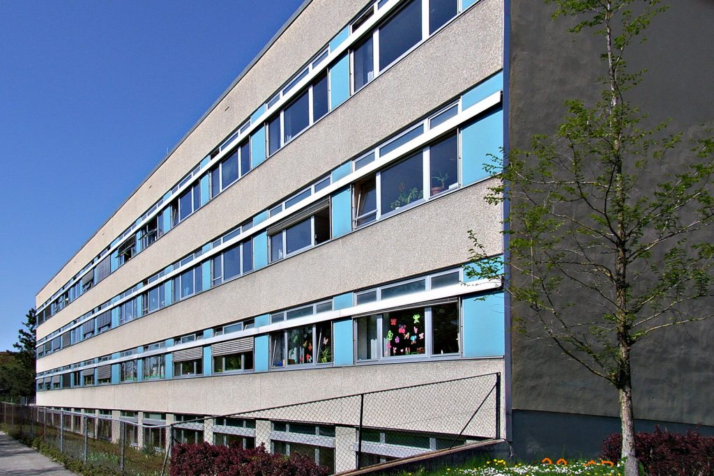 Fassade der Schule Nord vor der Sanierung