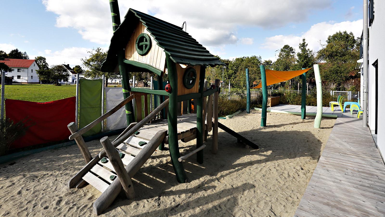 Holzspielgeraet in der Kinderkrippe in Tuerkenfeld