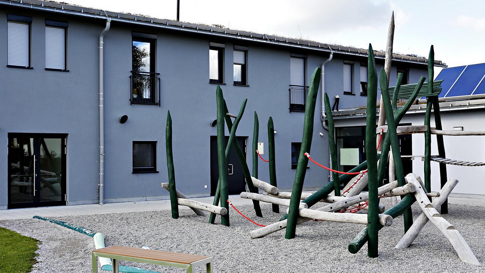 Blick auf den Spielplatz der Kinderkrippe Tuerkenfeld