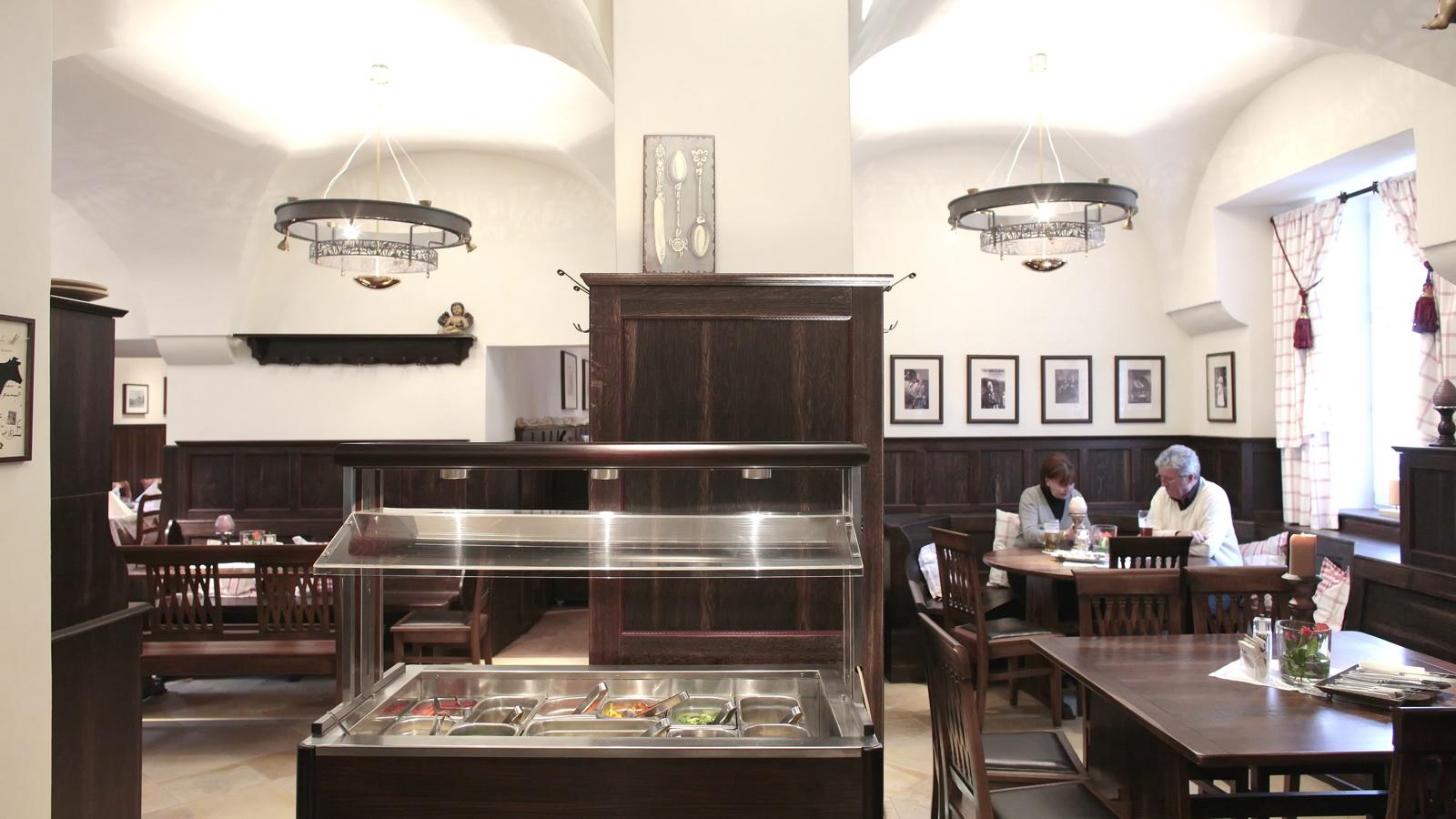 Blick auf das Buffet im Klosterstuebl FFB