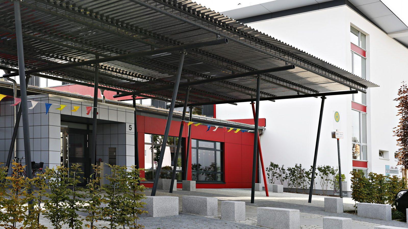 Eingangsbereich der Grund- und Mittelschule Nord in FFB