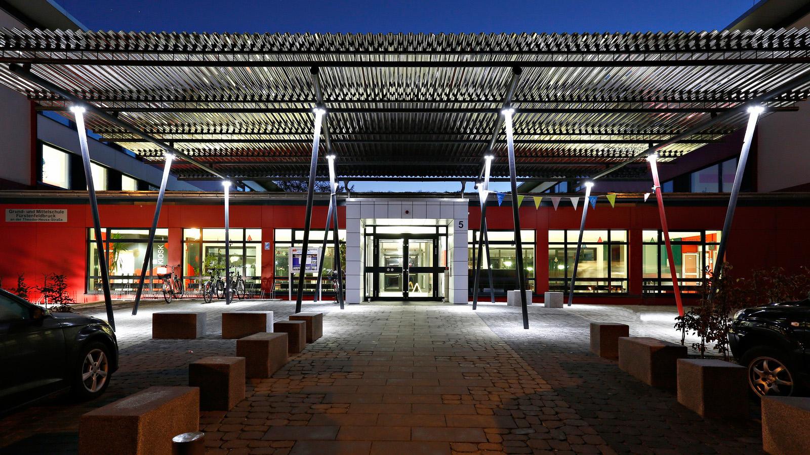 Nachtaufnahme der Schule Nord in Fuerstenfeldbruck
